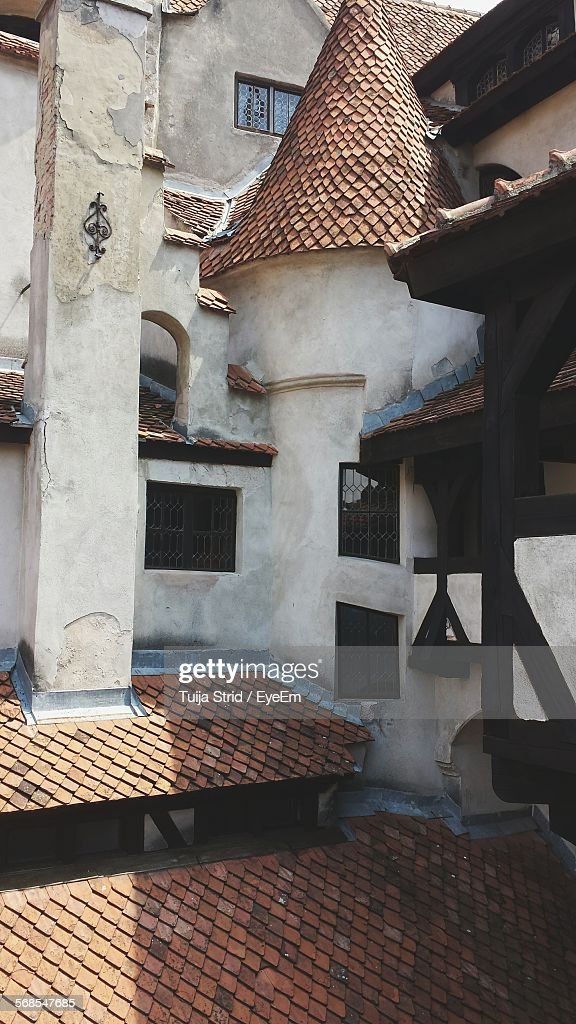 Low Angle View Of Building : Stock Photo