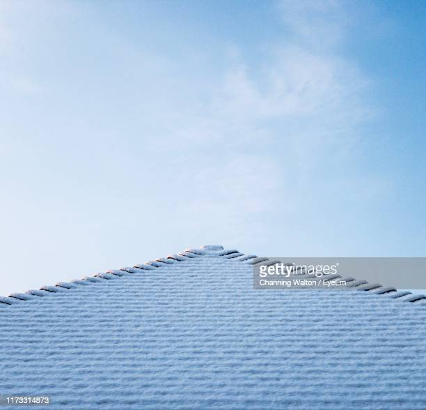 low angle view of building roof against sky - deep snow stock pictures, royalty-free photos & images