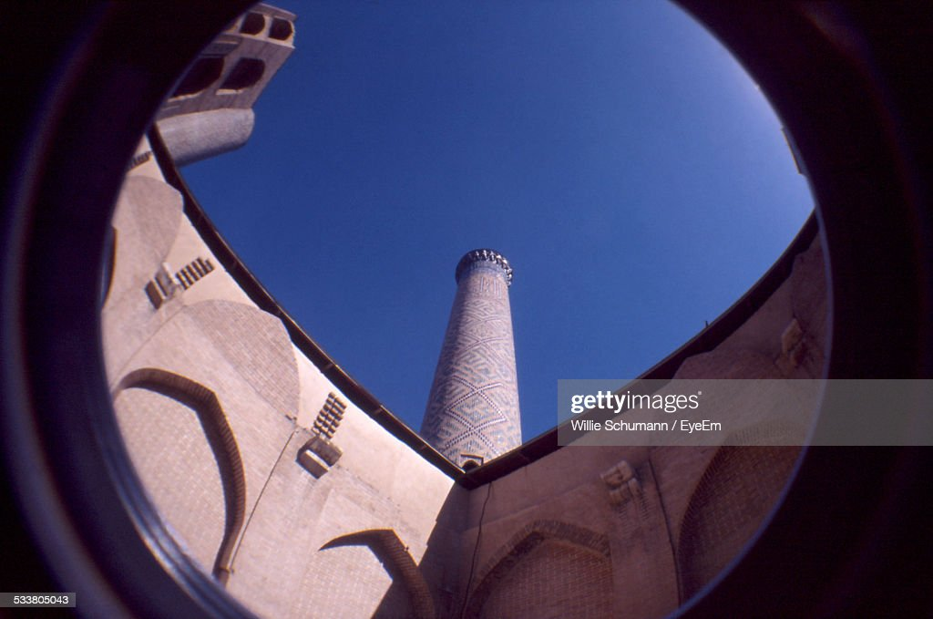 Low Angle View Of Building Through Lens : Foto stock