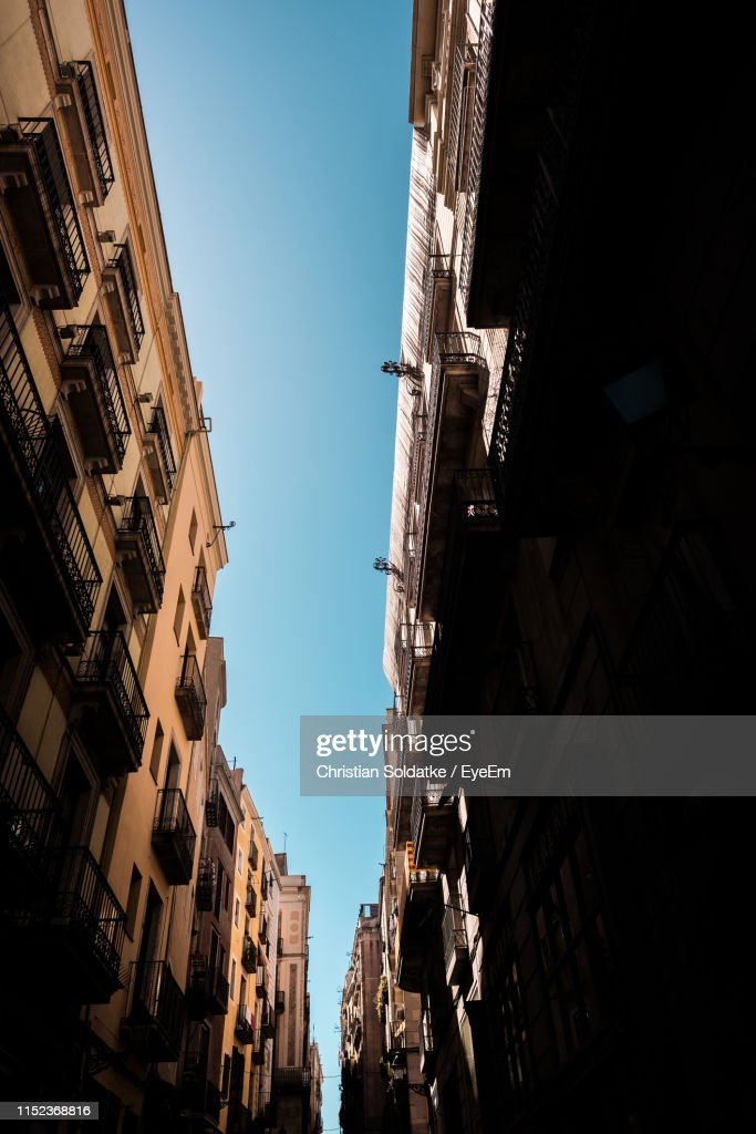 Low Angle View Of Buildings Against Clear Sky In City : Stock-Foto