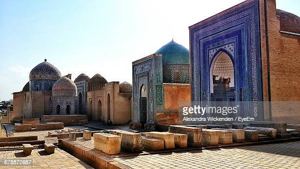 low angle view of built structure against sky at registan square on sunny day - oezbekistan stockfoto's en -beelden
