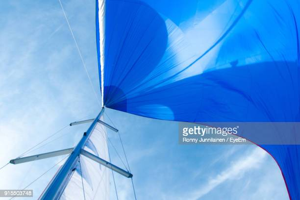 low angle view of canvas and mast against sky - barca a vela foto e immagini stock