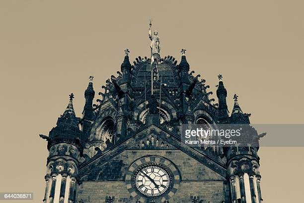 low angle view of chhatrapati shivaji terminus against clear sky - ムンバイ ストックフォトと画像