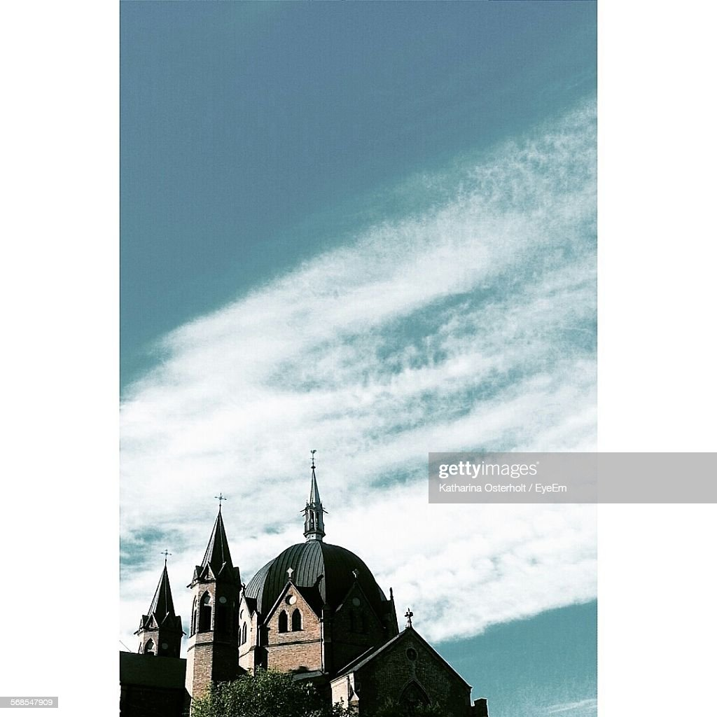 Low Angle View Of Church Against Cloudy Sky : Foto de stock