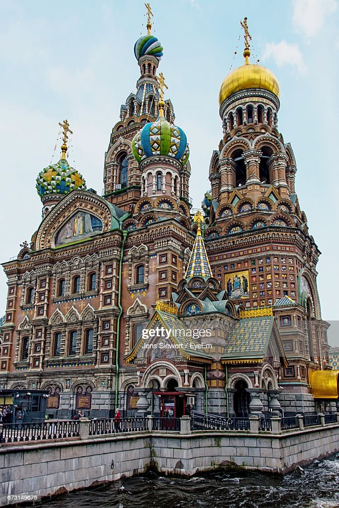 Low Angle View Of Church Of The Savior On Blood Against Sky : Stock-Foto