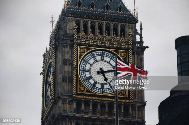 low angle view of clock tower against sky - big ben stockfoto's en -beelden