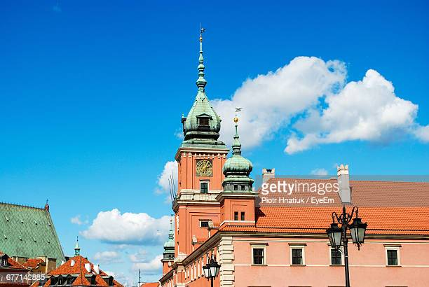 low angle view of clock tower at church against cloudy sky - piotr hnatiuk imagens e fotografias de stock