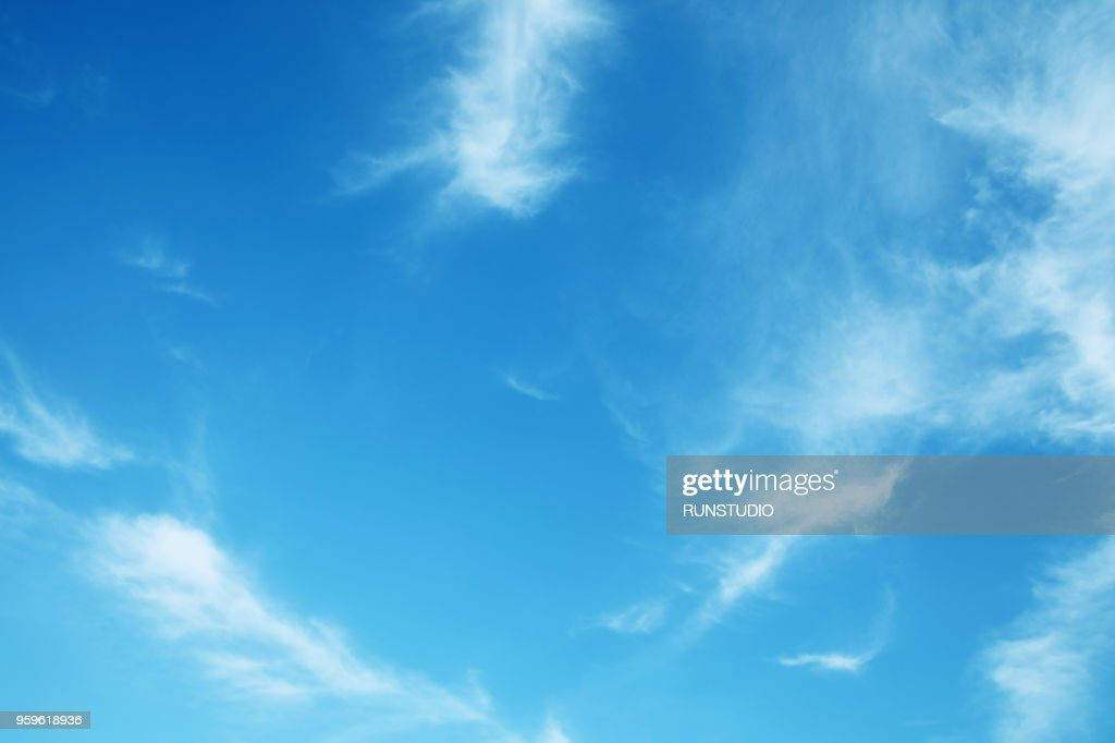 Low Angle View Of Clouds In Blue Sky : Foto de stock