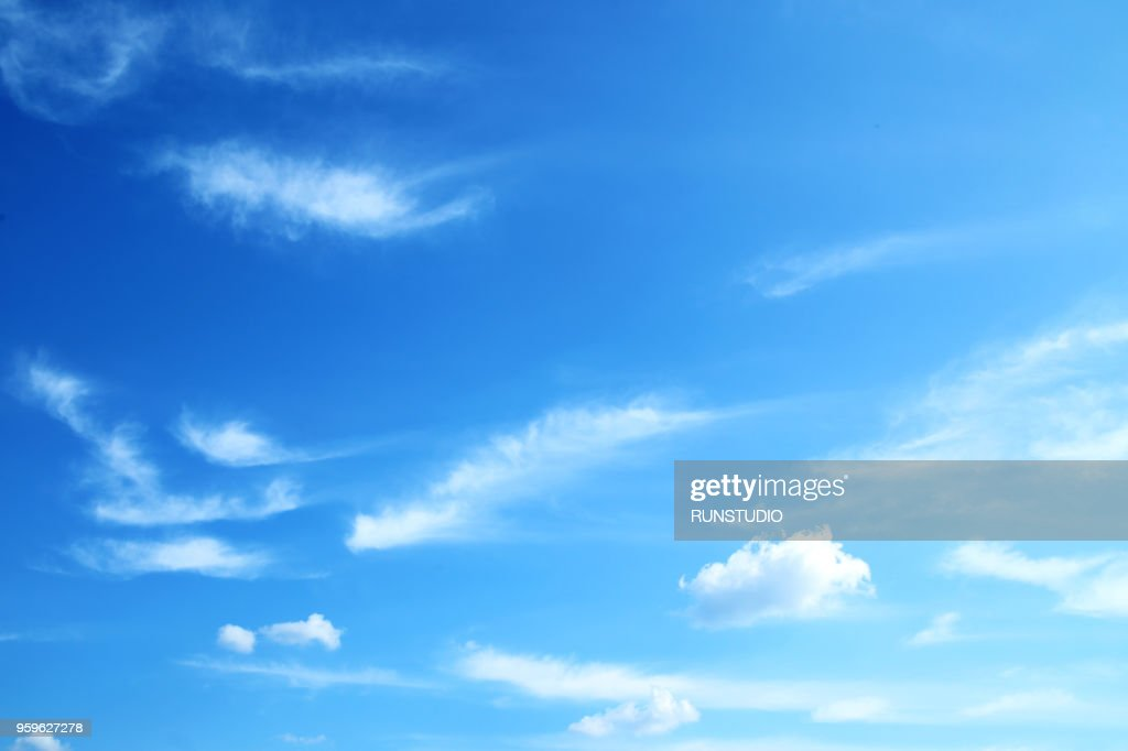 Low Angle View Of Clouds In Blue Sky : Stock-Foto
