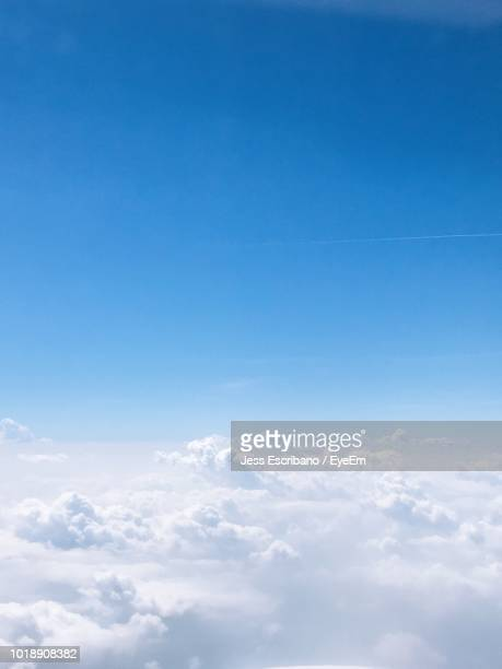 low angle view of clouds in sky - sopra foto e immagini stock