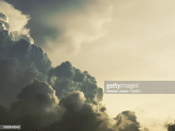 low angle view of clouds in sky - atmospheric mood stock pictures, royalty-free photos & images