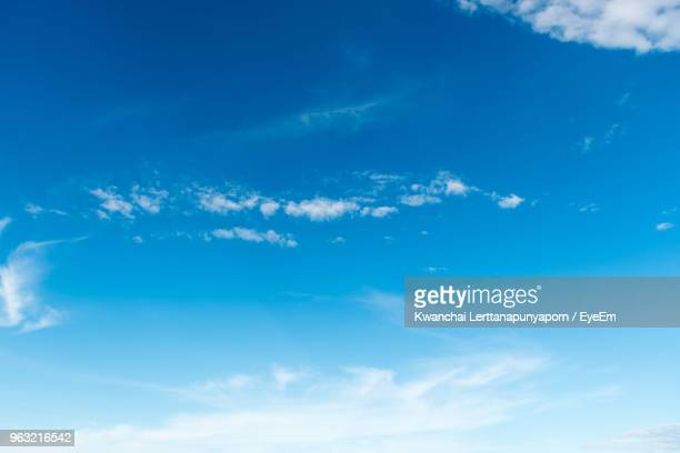 low angle view of clouds in sky - cielo foto e immagini stock