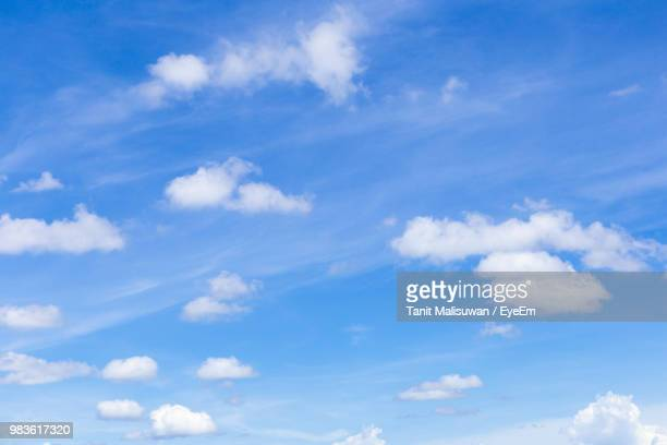 low angle view of clouds in sky - ふわふわ ストックフォトと画像