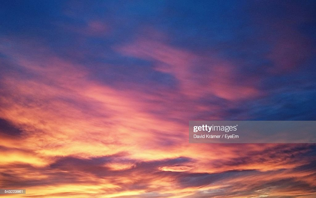 Low Angle View Of Cloudy Sky During Sunset : Stock-Foto