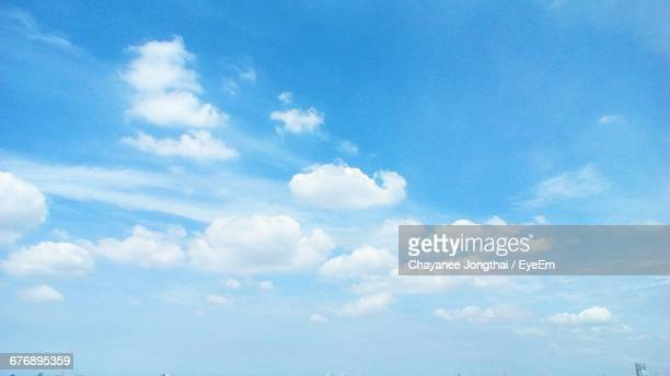 low angle view of cloudy sky - panorama di nuvole foto e immagini stock