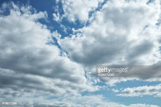 low angle view of cloudy sky - nuvoloso foto e immagini stock