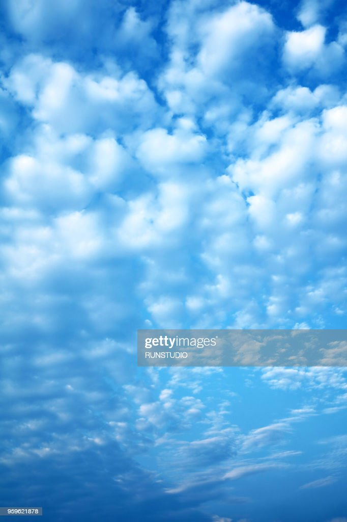 Low Angle View Of Cloudy Sky : Stock-Foto