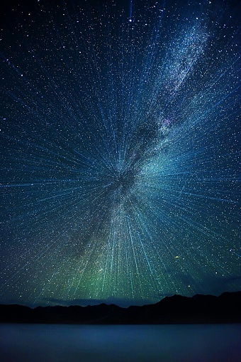 Low Angle View Of Concentric Star Field At Night - gettyimageskorea