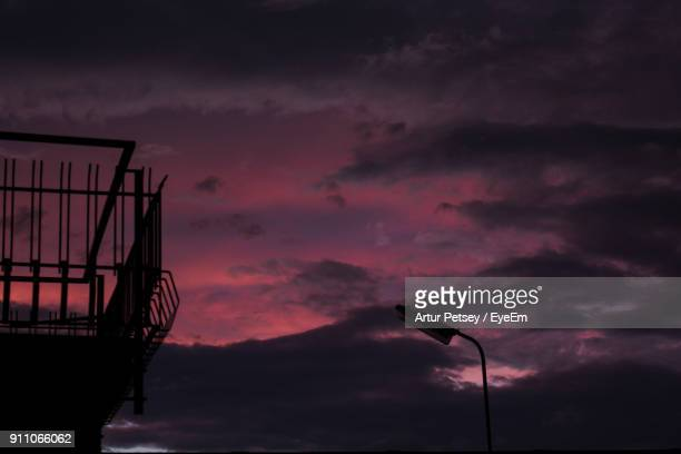 low angle view of dramatic sky during sunset - artur petsey foto e immagini stock