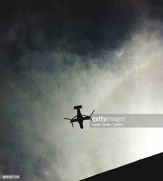 low angle view of drone flying against sky - オクトコプター ストックフォトと画像