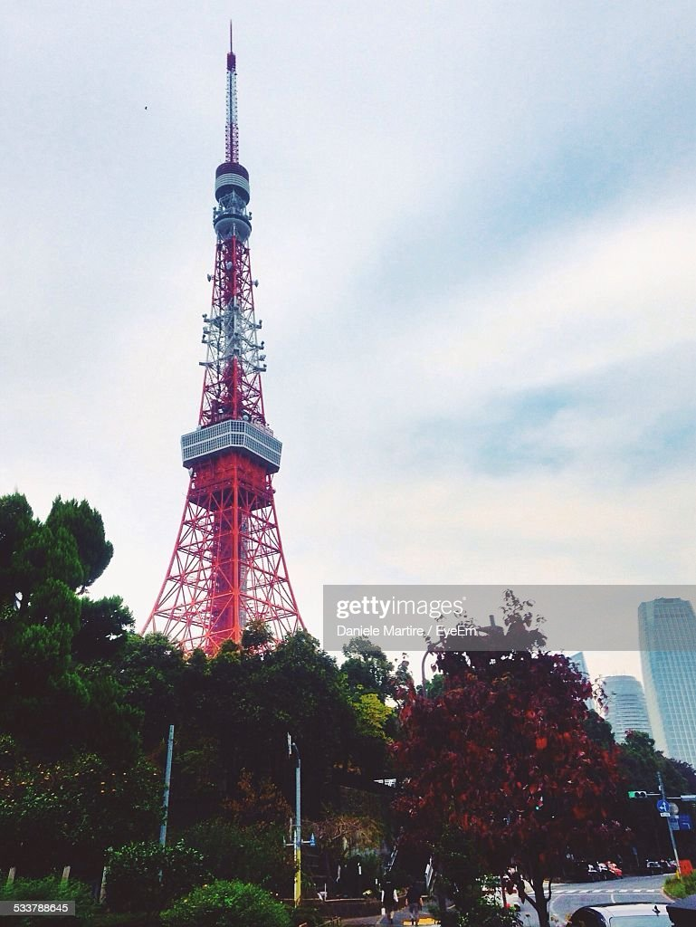 Low Angle View Of Eiffel Tower : Foto stock