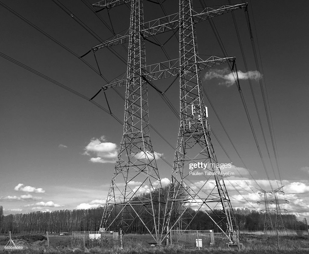 Low Angle View Of Electricity Pylon : Stockfoto