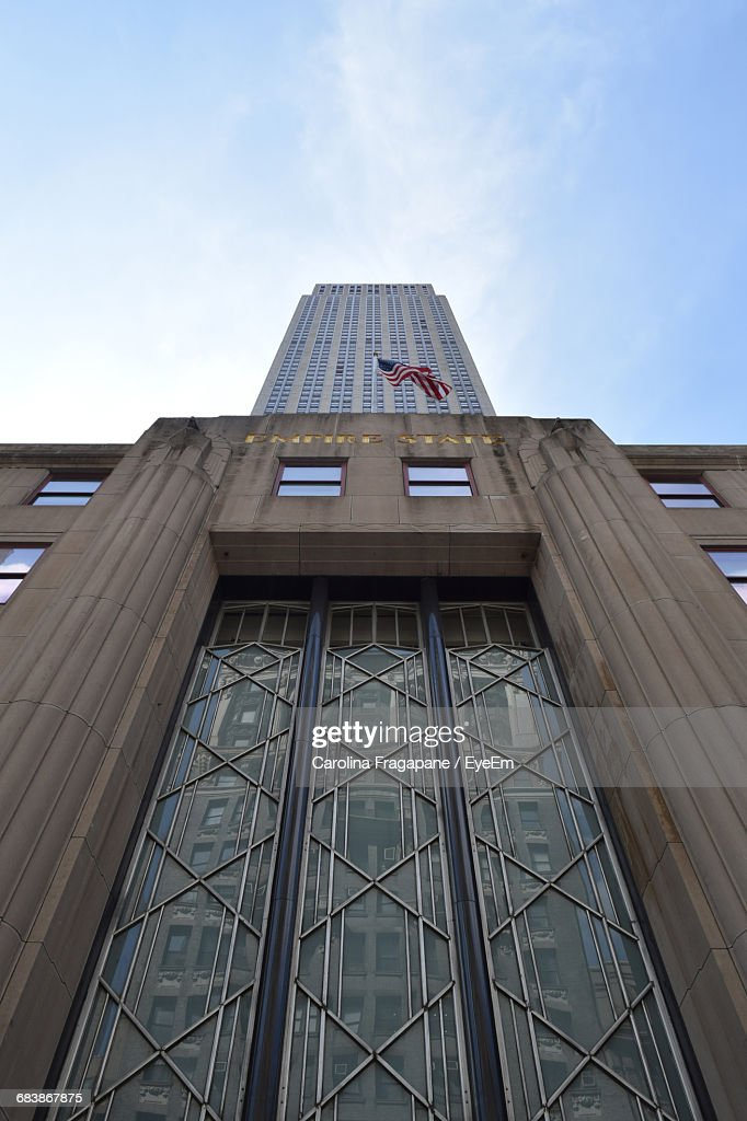 Low Angle View Of Empire State Building Against Sky : Foto stock