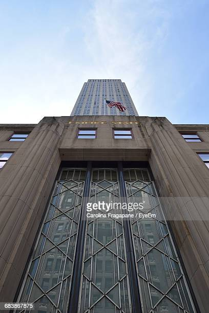 low angle view of empire state building against sky - carolina fragapane stock pictures, royalty-free photos & images