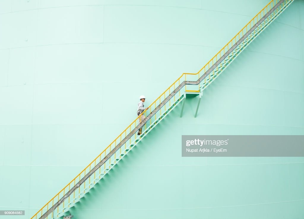 Low Angle View Of Engineer Walking On Steps : Foto de stock