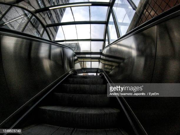 low angle view of escalator in building - japonês stock pictures, royalty-free photos & images