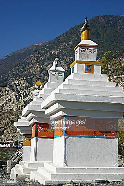 low angle view of eyes of buddha painted on stupas, tadapani, annapurna range, himalayas, nepal - 仏陀の目 ストックフォトと画像