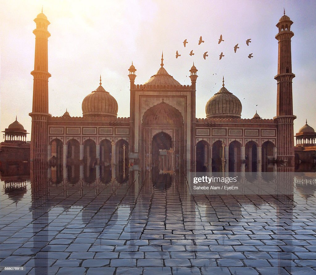 Low Angle View Of Famous Mosque : Stock Photo
