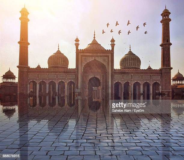 low angle view of famous mosque - agra jama masjid mosque stockfoto's en -beelden