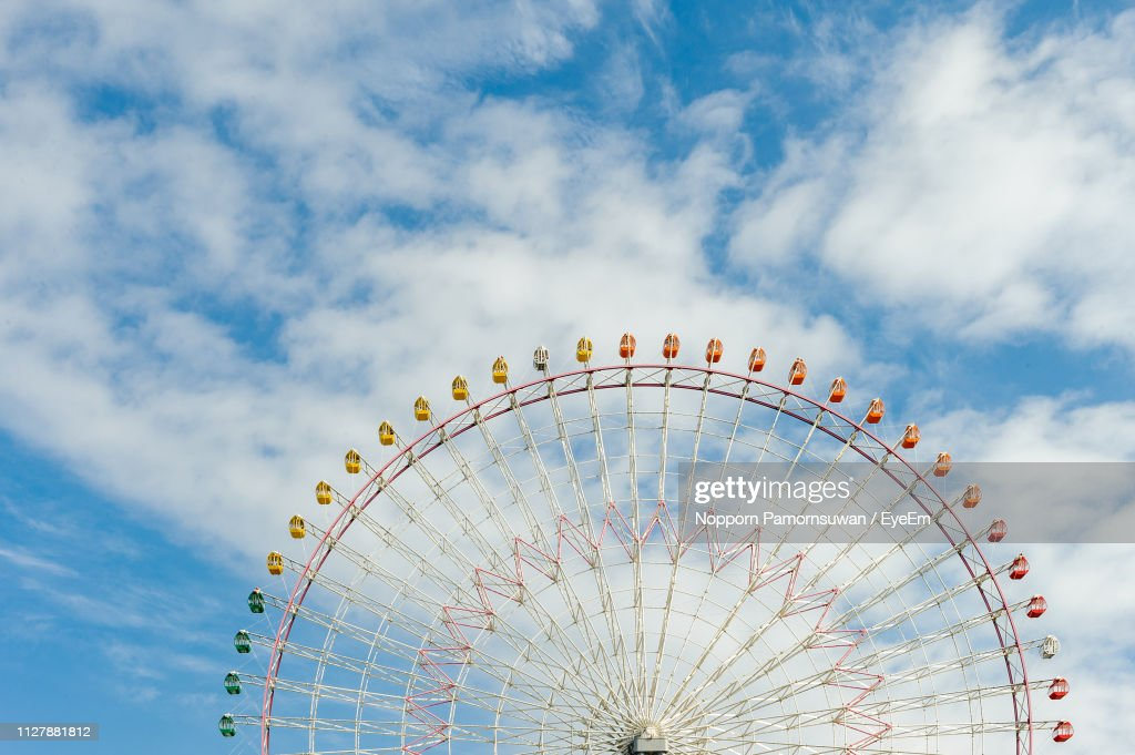 Low Angle View Of Ferris Wheel Against Sky : Stock-Foto