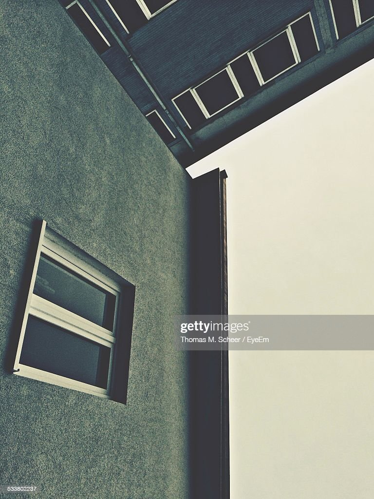 Low Angle View Of Grey Apartment Building : Foto stock