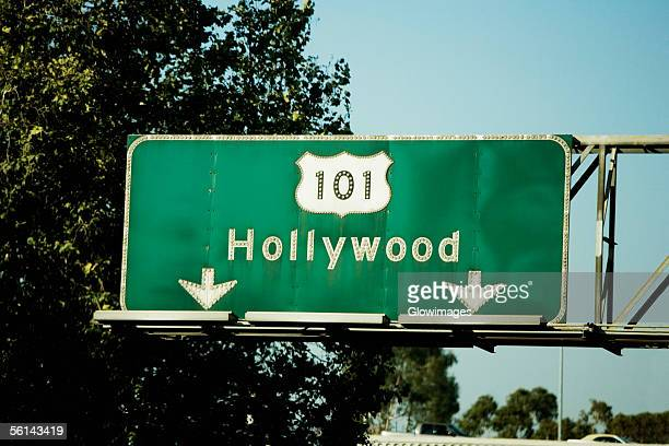 """low angle view of highway signs to hollywood, los angeles, california, usa"" - hollywood californie photos et images de collection"