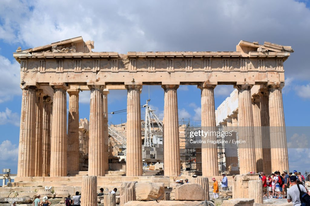 Low Angle View Of Historical Building Against Cloudy Sky : Foto stock