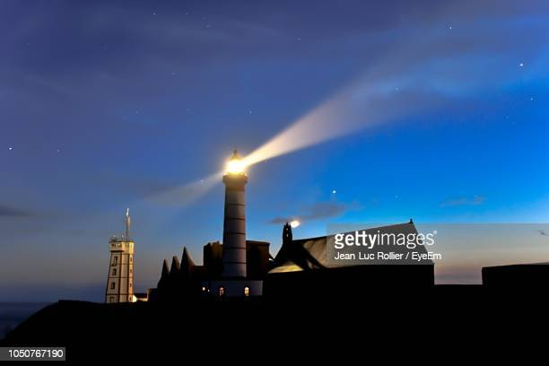 low angle view of illuminated building against sky at night - phare photos et images de collection