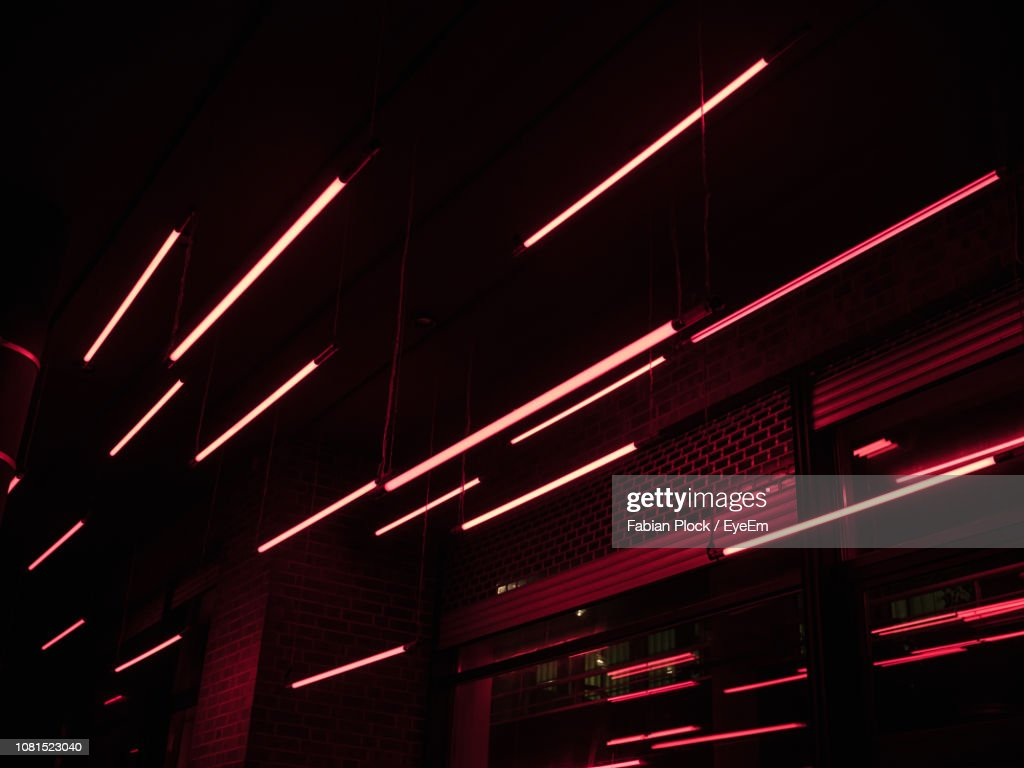 Low Angle View Of Illuminated Building At Night : Stock-Foto