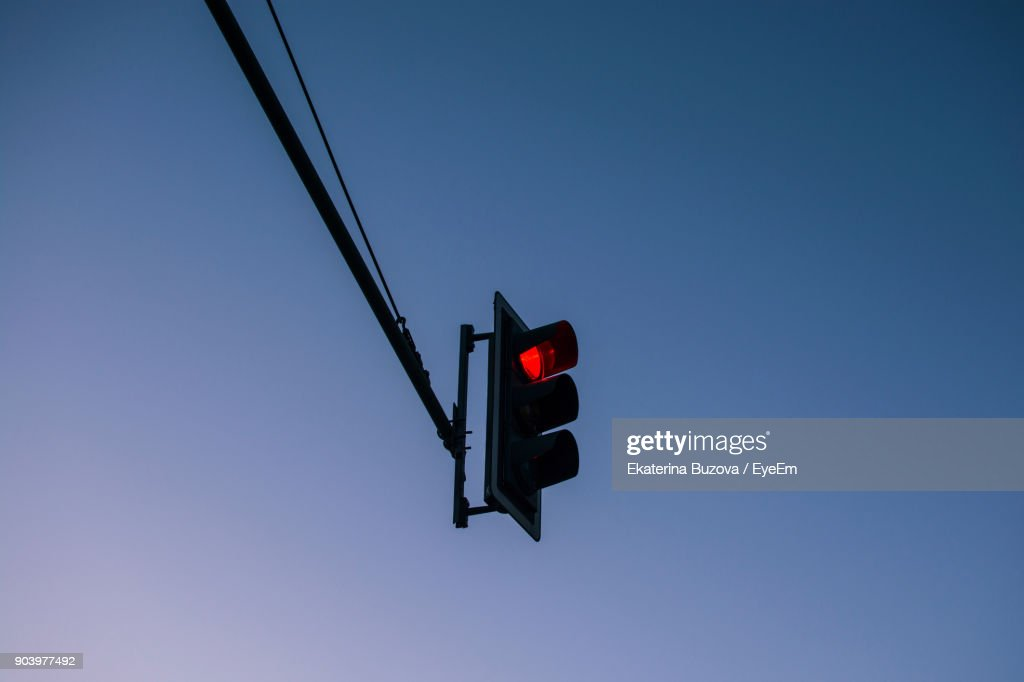Low Angle View Of Illuminated Stoplight Against Clear Blue Sky : Stock-Foto