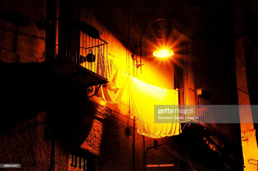 Low Angle View Of Illuminated Street Light On Building At Night : Foto de stock