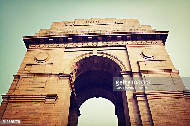 low angle view of india gate against clear sky - india gate delhi stock pictures, royalty-free photos & images