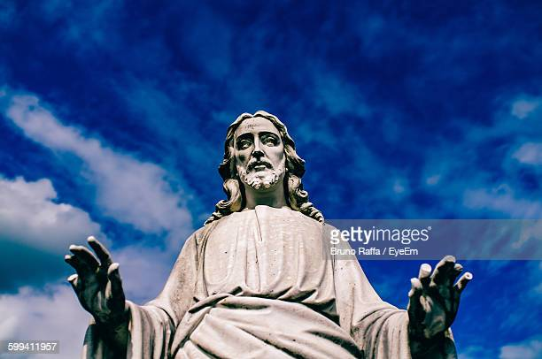 low angle view of jesus statue against blue sky - jesus imagens e fotografias de stock