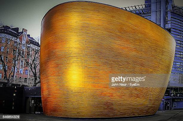 low angle view of kamppi chapel at dusk in city - cappella foto e immagini stock