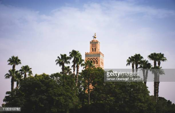 low angle view of koutoubia mosque against sky - marrakech photos et images de collection
