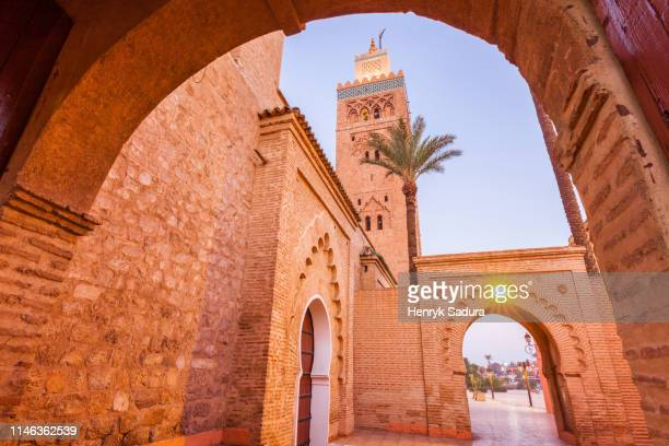 low angle view of koutoubia mosque in marrakesh, morocco - marrakech photos et images de collection