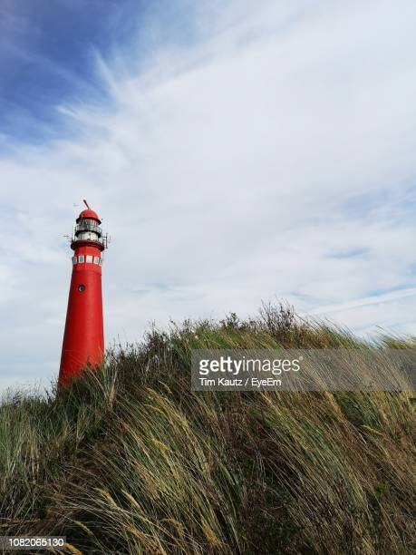 low angle view of lighthouse against sky - friesland noord holland stockfoto's en -beelden