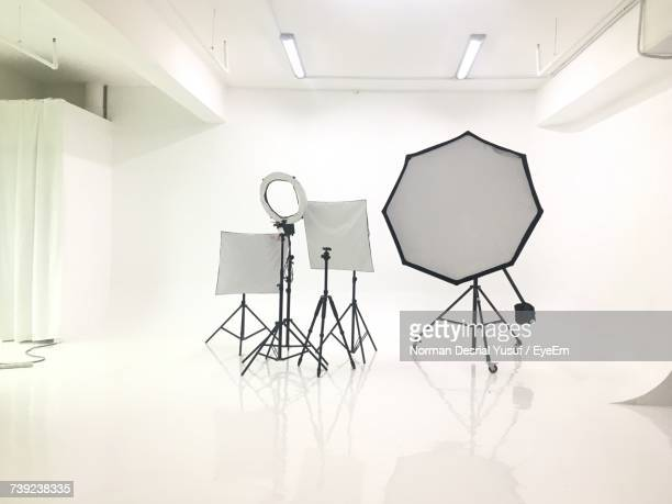 low angle view of lighting equipment - temi per la fotografia foto e immagini stock