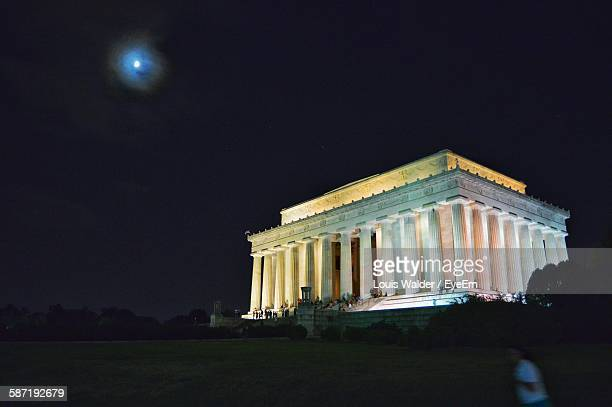 low angle view of lincoln memorial at night - lincoln memorial stock pictures, royalty-free photos & images