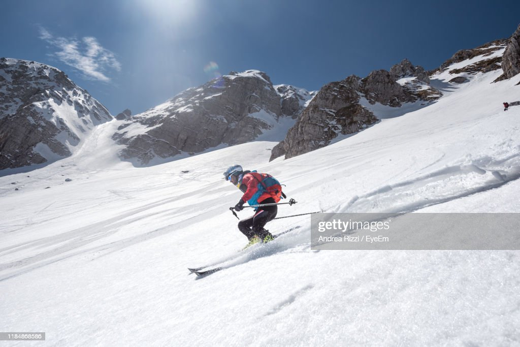 Low Angle View Of Man Skiing On Snow Covered Mountain : Foto stock